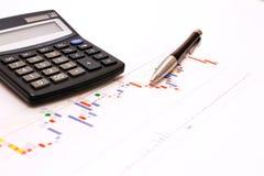 Estratto di affari - calcolatore e penna elegante Fotografie Stock Libere da Diritti