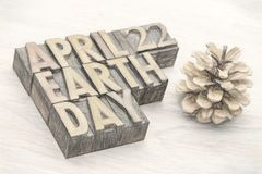 Estratto di parola di giornata per la Terra nel tipo di legno Fotografia Stock