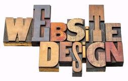 Estratto di parola di progettazione del sito Web nel tipo di legno immagini stock