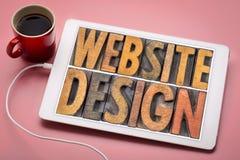 Estratto di parola di progettazione del sito Web sulla compressa fotografie stock