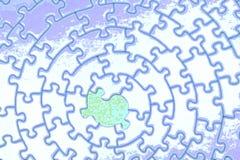 Estratto di un puzzle bianco-blu con una parte mancante Fotografie Stock