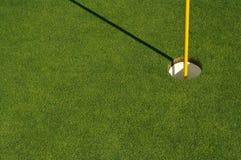 Estratto di verde di golf & del Pin Immagini Stock Libere da Diritti