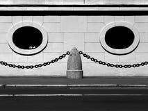 Estratto di Windows ovale nel monocromio fotografia stock