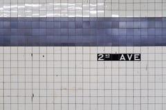 Estratto generico di vecchia parete del sottopassaggio con le mattonelle blu Fotografia Stock