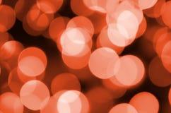 Estratto vago del fondo brillante rosso delle luci di lampadine di lustro Sfuocatura del concetto delle decorazioni della carta d immagini stock libere da diritti