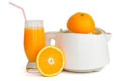 Estrattore della spremuta con un vetro del succo di arancia Fotografie Stock