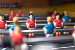 Estrattore a scatto di calcio-balilla con i giocatori miniatura immagine stock libera da diritti