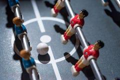 Estrattore a scatto di calcio-balilla con i giocatori miniatura fotografie stock libere da diritti