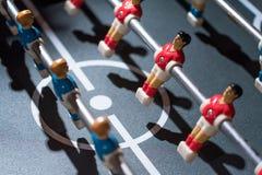 Estrattore a scatto di calcio-balilla con i giocatori miniatura fotografia stock libera da diritti