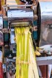Estrazione del succo della canna da zucchero Fotografie Stock Libere da Diritti