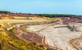 Estrazione mineraria del minerale di ferro nel campo di Mikhailovsky all'interno di Kursk Anom magnetico Fotografie Stock