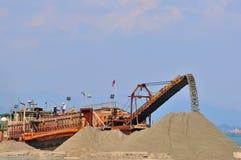 Estrazione mineraria della sabbia Immagini Stock Libere da Diritti