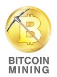 Estrazione mineraria di Bitcoin con il piccone sul logo dorato del bitcoin Fotografia Stock