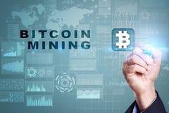 Estrazione mineraria di Bitcoin Cryptocurrency, blockchain Concetto finanziario di Internet e di tecnologia Immagine Stock Libera da Diritti