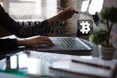Estrazione mineraria di Bitcoin Cryptocurrency, blockchain Concetto finanziario di Internet e di tecnologia Fotografie Stock