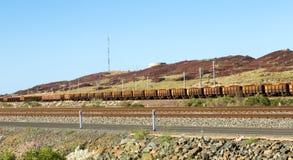 Estrazione mineraria in treno molto lungo del carbone dell'Australia immagine stock