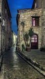 Estreche la calle cobbled en el pueblo viejo Tourrettes-sur-Loup en Imagen de archivo