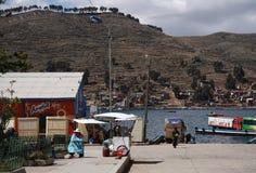 Estrecho de Tiquina en el lago Titicaca, Bolivia Fotografía de archivo