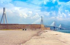 Estrecho del golfo de Corinth de la travesía del puente de suspensión, Grecia Es el puente cable-permanecido en segundo lugar más fotografía de archivo