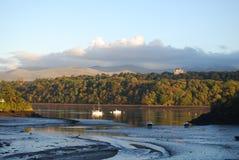 Estrecho País de Gales de Menai de la paz de la tarde fotografía de archivo