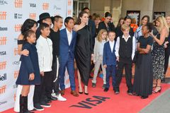 Estreia mundial do ` primeiramente mataram meu ` do pai com diretor Angelina Jolie no festival de cinema do International de Toro imagem de stock