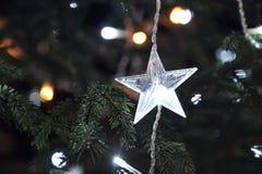 Estrela da decoração da árvore do ano novo dada forma Fotografia de Stock