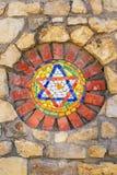 Estrela de David do mosaico na parede de pedra fotos de stock