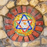 Estrela de David do mosaico na parede de pedra imagens de stock royalty free