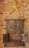 Estrela de madeira velha do país do gabinete e do metal Imagem de Stock Royalty Free