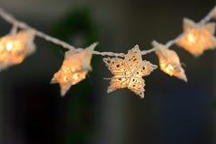 Estrela de vime branca feito a mão com ampola Imagem de Stock Royalty Free