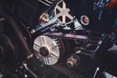 Estrela dianteira da motocicleta com close-up da rotação da correia foto de stock