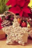 Estrela do Natal cercada por ornamento do Natal Imagem de Stock