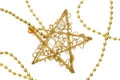 Estrela do ouro do Natal na corrente Fotos de Stock Royalty Free