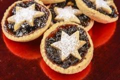 A estrela do Xmas tritura tortas Imagens de Stock Royalty Free