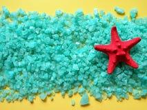 Estrela dos peixes e sal de banho vermelhos Fotografia de Stock