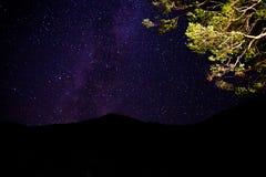 Estrela e nascer do sol da paisagem na montanha Imagem de Stock