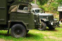 ESTRELA polonesa histórica 660 e caminhões de exército 6x6 do soviete ZIL 157 Foto de Stock Royalty Free