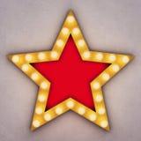 Estrela retro dourada com as ampolas de incandescência Fotos de Stock