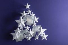 Estrelas brancas e fita de prata Fotografia de Stock Royalty Free