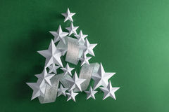 Estrelas brancas e fita de prata Imagem de Stock