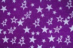 Estrelas brancas no fundo brilhante roxo imagem de stock royalty free