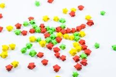 Estrelas de papel volumétricos coloridas imagem de stock royalty free
