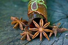 Estrelas do anis em uma tabela de madeira Imagem de Stock Royalty Free