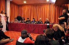 Estrelas do rock na conferência de imprensa imagens de stock royalty free