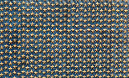 Estrelas douradas na parede Fotos de Stock Royalty Free