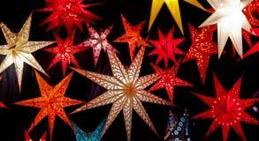Estrelas iluminadas coloridas do Natal Imagem de Stock