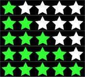 Estrelas que avaliam no fundo preto Avaliação de cinco estrelas Fotografia de Stock
