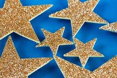 Estrelas que flutuam na água azul Fotografia de Stock Royalty Free