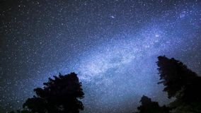 Estrelas que movem Timelapse na noite com exposição longa vídeos de arquivo