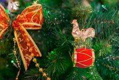 estrella brillante 2017 del fondo de la tradición del invierno del año de Navidad del día de fiesta del gallo de la Navidad Foto de archivo libre de regalías